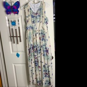 Cream Colored Maxi Dress w/ Butterflies sz Large